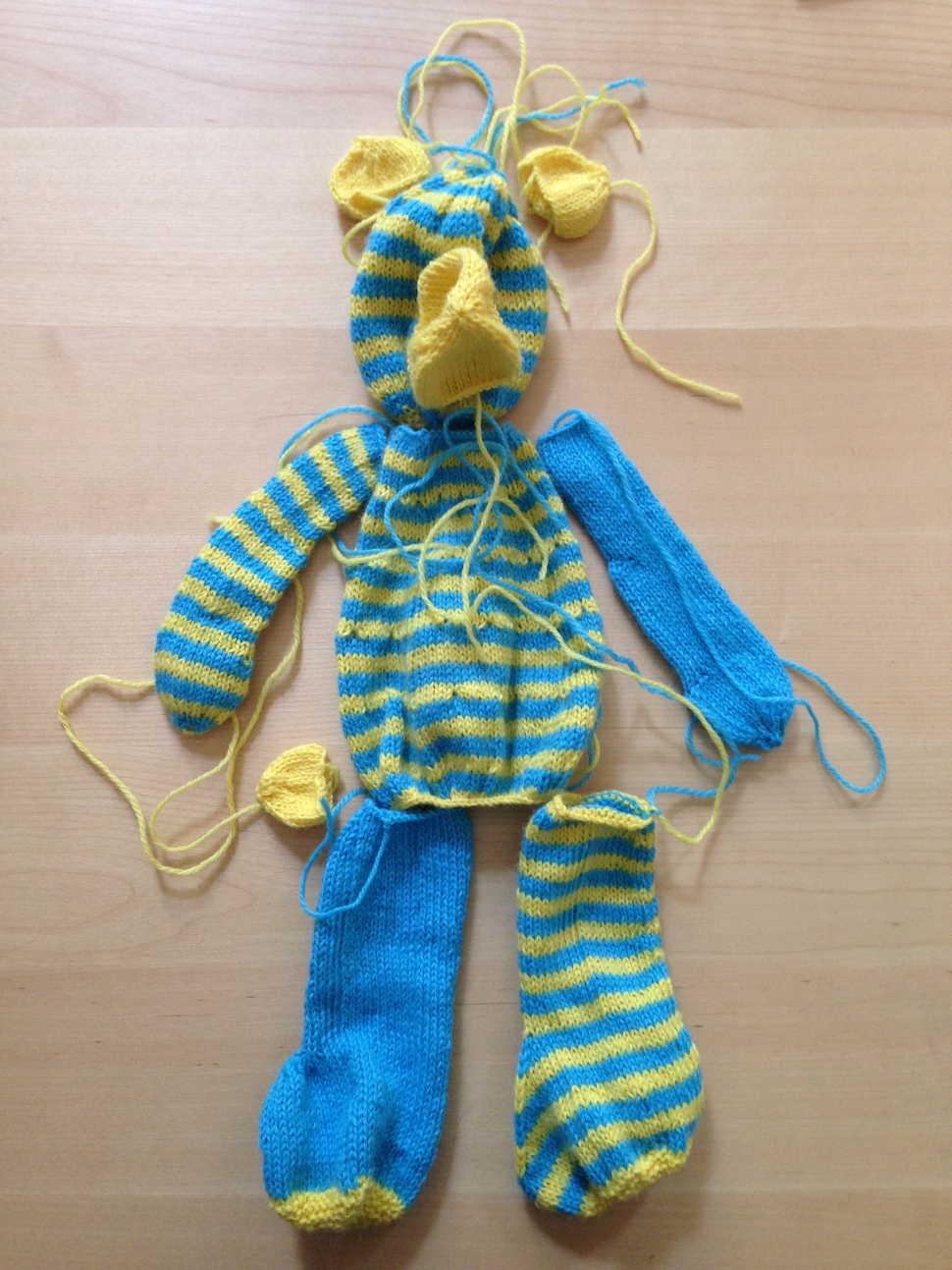 leerer gestrickter Ringel-Teddy